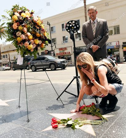 Kimi Lewis, Leron Gubler Kimi Lewis, granddaughter of the late comic icon Jerry Lewis, sends a kiss to his star on the Hollywood Walk of Fame as Hollywood Chamber of Commerce Chairman and CEO Leron Gubler looks on during a memorial wreath ceremony, in Los Angeles. Lewis died on Sunday in Las Vegas. He was 91