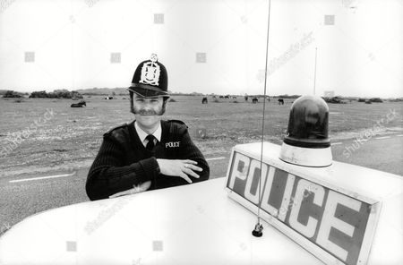 Hampshire Police Constable Ian Beattie For Feature On The Role Of Rural Constables And Their Role In The Nottinghamshire Pit Strike Situation. He Is Pictured Back On His Home Beat Of Lyndhurst And The New Forest. Box 712 227101615 A.jpg.
