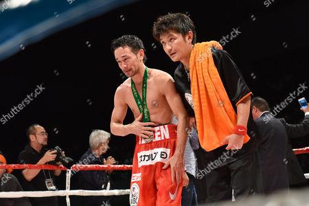 (L-R) Shinsuke Yamanaka (JPN),  Shin Yamato - Boxing : Shinsuke Yamanaka of Japan cries as he acknowledges fans after losing the WBC bantamweight title bout at Shimazu Arena Kyoto in Kyoto, Japan.