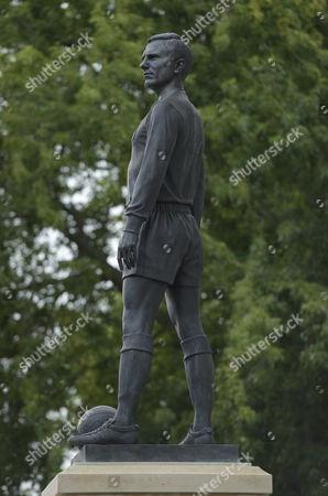George Cohen Statue at Craven Cottage.