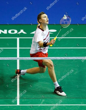 Viktor Axelsen of Denmark in action against Eetu Heino of Finland in the men's singles 3rd round of the BWF Badminton World Championships in Glasgow, Britain, 23 August 2017.