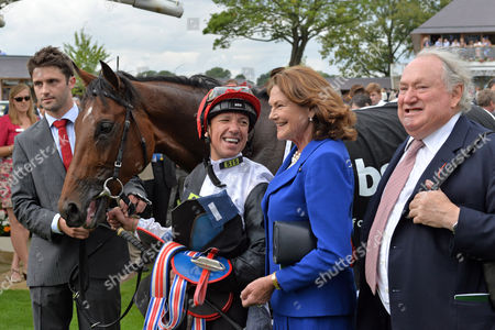 , York, GB, Cracksman with Frankie Dettori and owner Anthony Oppenheimer with his wife Antoinette after winning the Great Voltigeur Stakes.