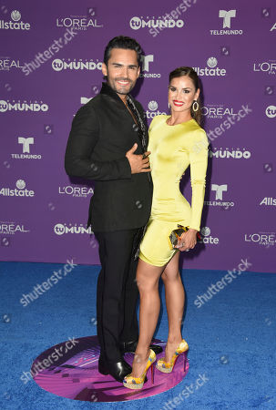 Fabian Rios, left, and guest attend the 2017 Premios Tu Mundo at the American Airlines Arena on in Miami
