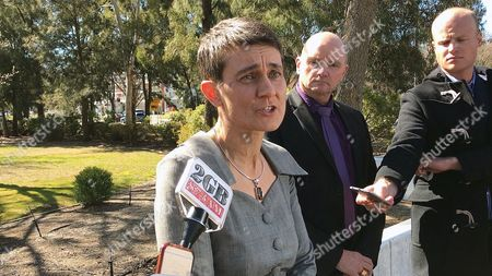 Australian National University deputy vice Chancellor Marni Hughes-Warrington (L) addresses the media watched by Detective Superintendent Ben Cartwright (C) after an incident at the Australian National University in Canberra, Australia, 25, August 2017. A man has been taken into custody after attacking a female lecturer and several students with a baseball bat at the Australian National University in Canberra.