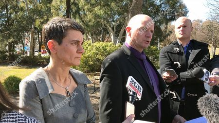 Detective Superintendent Ben Cartwright (C) and Australian National University deputy vice Chancellor Marni Hughes-Warrington (L) address the media after an incident at the Australian National University in Canberra, Australia, 25, August 2017. A man has been taken into custody after attacking a female lecturer and several students with a baseball bat at the Australian National University in Canberra.