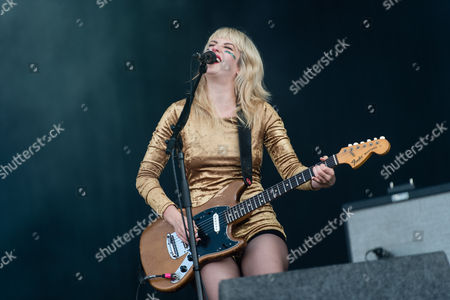 Deap Vally performing. Lindsey Troy