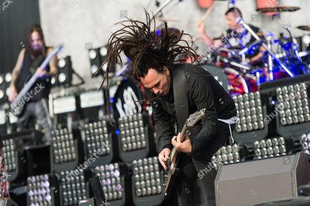 Korn performing. James Shaffer, Ray Luzier, Reginald Arvizu
