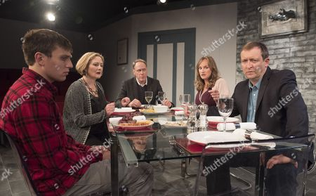 David Leopold as Curtis, Lucy Robinson as Debora, Todd Boyce as Michael, Lisa Stevenson as Tamara,  Alex Lowe as Bill,