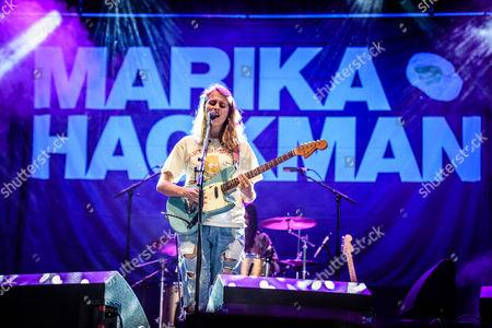 Marika Hackman performs at Reading Festival 2017.