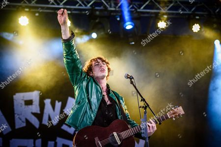 Barns Courtney performs at Reading Festival 2017.