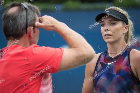 Great Britain's Katie Boulter discusses tactics with LTA coach Jeremy Bates during her final Qualifying Round match against Ipek Soylu from Turkey