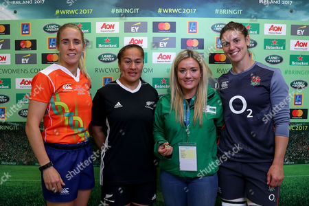 England vs New Zealand. Referee Joy Neville, New Zealand's FiaoÕo Faamausili, Peita McAlister, Heineken coin toss experience winner and England's Sarah Hunter