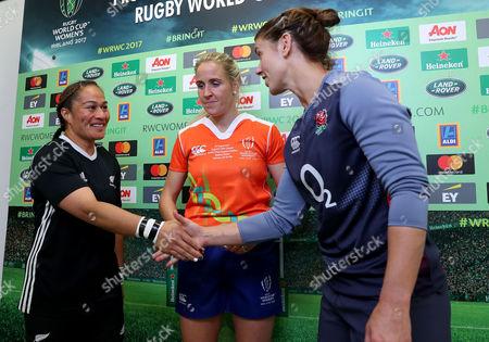 England vs New Zealand. Referee Joy Neville, New Zealand's FiaoÕo Faamausili and England's Sarah Hunter during the coin toss