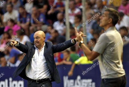 Deportivo's coach Pepe Mel during the LaLiga Santander second round match between Levante and Deportivo at the City of Valencia stadium in Valencia, Valencian Community, Spain, 26 August 2017.