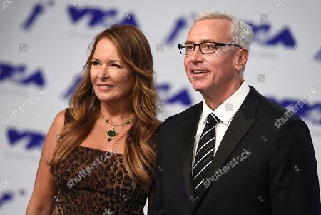 Susan Pinsky, Drew Pinsky Susan Pinsky, left, and Dr. Drew Pinsky arrive at the MTV Video Music Awards at The Forum, in Inglewood, Calif