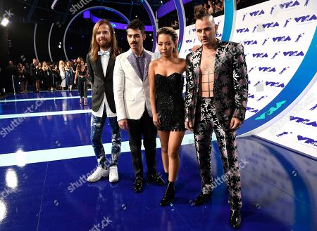 Jack Lawless, Joe Jonas, JinJoo Lee, Cole Whittle, DNCE Jack Lawless, from left, Joe Jonas, JinJoo Lee and Cole Whittle of DNCE arrives at the MTV Video Music Awards at The Forum, in Inglewood, Calif