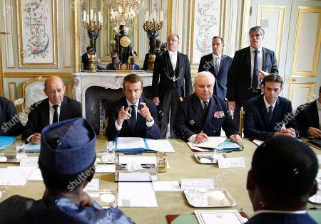 French President Emmanuel Macron, center, meets the President of Niger Mahamadou Issoufou and Chad President Idriss Deby Itno at the Elysee Palace in Paris, Monday, Aug.28, 2017. The leaders of France, Germany, Italy and Spain are meeting Monday with counterparts from Libya, Niger and Chad to discuss ways to curb illegal migration across the Mediterranean Sea to European shores