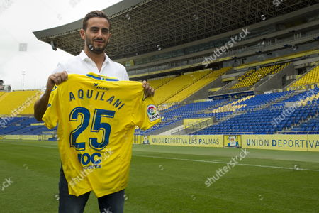 Italian midfielder Alberto Aquilani poses for photographers during his presentation as Spanish Primera Division team UD Las Palmas' new player at Estadio de Gran Canaria stadium in Las Palmas de Gran Canaria, Canary Islands, Spain, 28 August 2017. Aquilani, 33, signed a two-year contract.