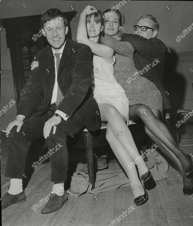 Editorial photo of Richard Briers Patricia Shakesby Caroline Blakiston And Ronnie Barker At Rehearsals For Play 'the Real Inspector Hound' At The Criterion Theatre. Box 719 430111621 A.jpg.