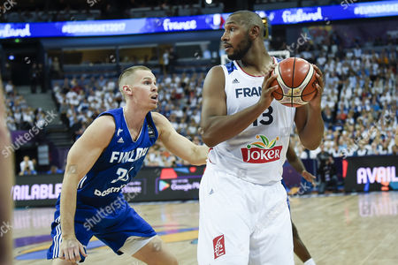 Finland´s Erik Murphy (L) in action against France's Boris Diaw (R) during the EuroBasket 2017 group A match between France and Finland in Helsinki, Finland, 31 August 2017.