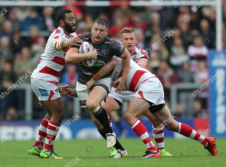 Widnes ALEX GERRARD IS CAUGHT BY LEIGHS DEFENCE Pix Magi Haroun 03.09.2017 RUGBY SUPER LEAGUE  LEIGH CENTURIANS V WIDNES