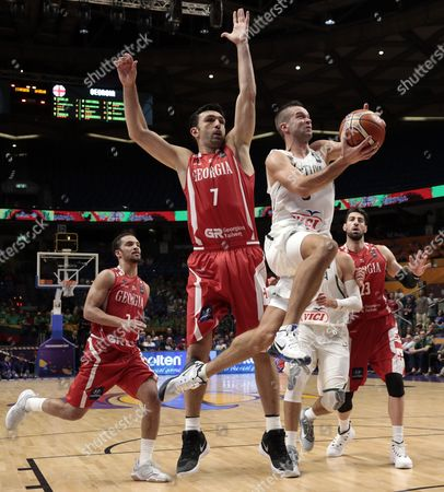 Mantas Kalnietis (R) of Lithuania as Zaza Pachulia (L) of Georgia in action during the EuroBasket 2017 group B match between Lithuania and Georgia, in Tel Aviv, Israel, 31 August 2017.