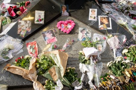 Stock Photo of People pay tribute to the late Princess Diana above the Post de l'Alma tunnel in Paris.  Princess Diana died with Dodi Al-Fayed in a car crash on 31st August 1997.