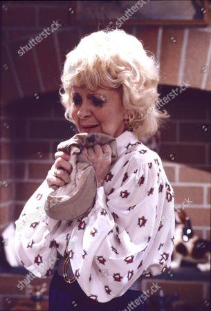 Lynne Perrie (as Ivy Brennan)