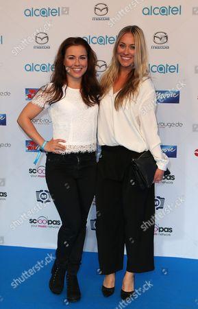 Sarah Tkotsch and ihre Schwester Sina Tkotsch