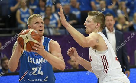 Haukur Palsson (L) of Iceland in action against Adam Waczynski of Poland during the EuroBasket 2017 group match between Poland and Iceland in Helsinki, Finland, 02 September 2017.