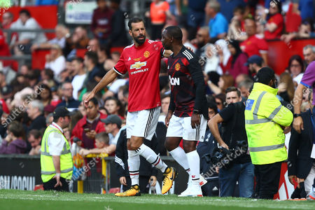 Ruud van Nistelrooy and Andrew Cole, manager of Manchester United