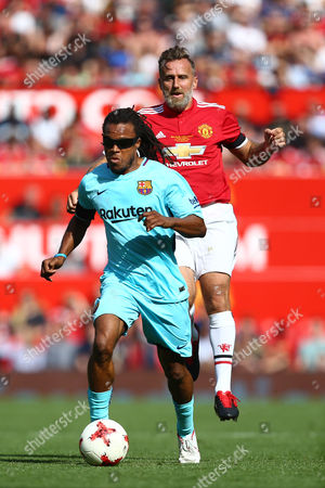 Karel Poborsky of Manchester United and Edgar Davids of Barcelona
