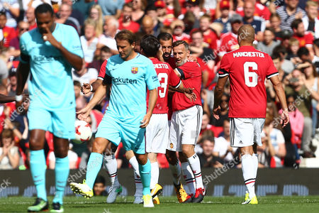 Ruud van Nistelrooy of Manchester United celebrates scoring the opening goal