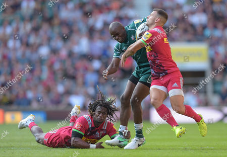 Topsy Ojo of London Irish breaks free from Marland Yarde and Danny Care of Harlequins