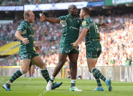 Tommy Bell celebrates his try with Topsy Ojo and Scott Steele of London Irish.