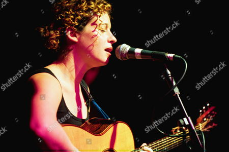 Barnsley-based Singer Kate Rusby During The Inaugural Bbc Radio 2 Folk Awards In London Monday 7 February 2000. Rusby Received Awards For Folk Singer Of The Year And Best Album For 'sleepless'.
