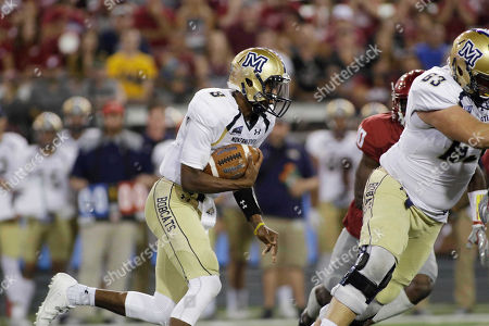 Montana State quarterback Chris Murray (8) runs with the ball during the first half of an NCAA college football game against Washington State in Pullman, Wash