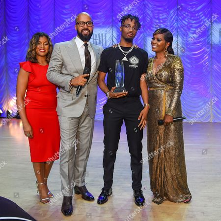 """Marche Butler, Kenny Burns, Producer of the Year Award recipient Leland """" Metro Boomin """" Wayne and Catherine Brewton"""
