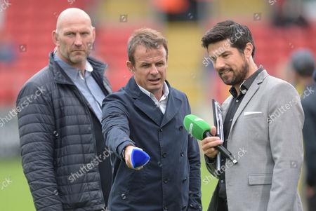 Lawrence Dallaglio looks on as Austin Healey and Craig Doyle talk