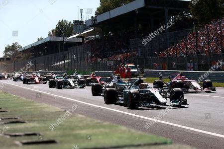Start, #44 Lewis Hamilton (GBR, Mercedes AMG Petronas F1 Team), #18 Lance Stroll (CAN, Williams Martini Racing), #31 Esteban Ocon (FRA, Sahara Force India F1 Team), start