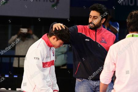Bollywood actor Abhishek Bachchan, owner of Jaipur Pink Pathers team, greets his players during their Vivo Pro Kabaddi league match against Patna Pirates in Kolkata, India