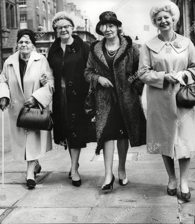 L-r: Eliza Booth Mother Of The Late Comedian George Formby And Her Daughters Mary Anderson Louisa Dehales And Ethel Corless Attending The London Probate Court To Contest His Will. Box 720 205121626 A.jpg.