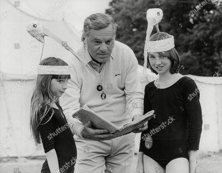 Reginald Bosanquet Newsreader With Children In The Benjamin Britten Opera Cast. Box 722 90712161 A.jpg.