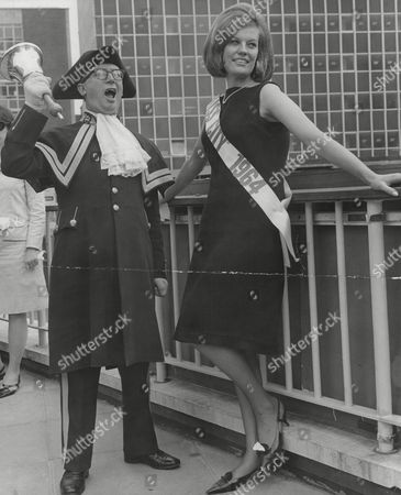 Stock Image of Winner Of The Miss City 1964 Competition Mrs Angela Bray With Town Crier Alf Howard. Box 725 613121644 A.jpg.