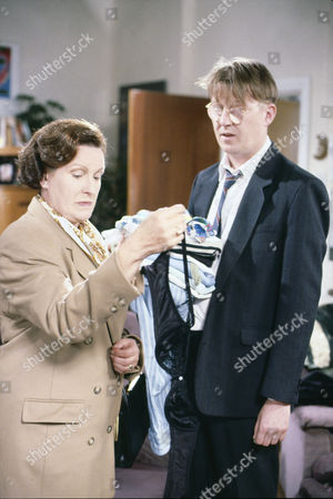 Marlene Sidaway (as Brenda Taylor) and Kevin Kennedy (as Curly Watts)
