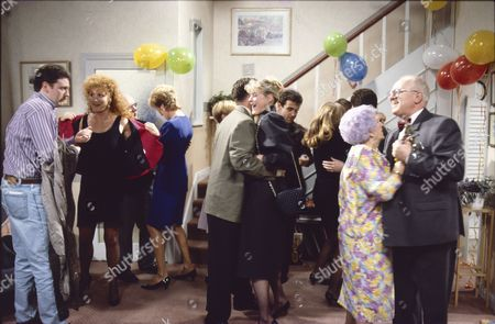 Charles Lawson (as Jim McDonald), Beverley Callard (as Liz McDonald), Sue Nicholls (as Audrey Roberts), Philip Middlemiss (as Des Barnes), Sarah Lancashire (as Raquel Wolstenhulme), Michael Le Vell (as Kevin Webster), Jill Summers (as Phyllis Pearce) and Ken Morley (as Reg Holdsworth)