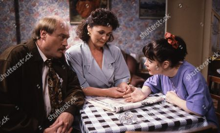 Dicken Ashworth (as Jeff Horton), Annie Raitt (as Doreen Horton) and Caroline Milmoe (as Lisa Duckworth)
