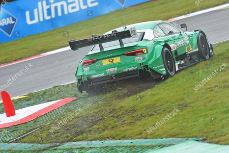 Loic Duval (Audi Sport Team Phoenix) verbremst sich and kürzt eine Schikane ab