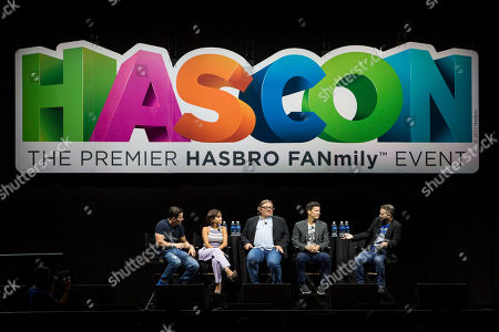 From left to right: Hasbro, Inc. Chairman and CEO Brian Goldner joins TRANSFORMERS: THE LAST KNIGHT stars Mark Wahlberg, Isabela Moner and producer Lorenzo di Bonaventura with moderator, SyFy Wire Editor-at-Large Aaron Sagers for the 'TRANSFORMERS: THE LAST KNIGHT in the Making' panel at HASCON, the first-ever FANmily? event from Hasbro, Inc., on in Providence, R.I