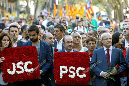 Leader of the Catalonian Socialist Party (PSC), Miquel Iceta (2R), and former regional President Jose Montilla (R) attend the floral tribute at Rafael Casanova Monument on occasion of Diada Day, Catalonian National Day, in Barcelona, Spain, 11 September 2017. Rafael Casanova (1660-1743) is seen as an icon of Catalanism in reference to his role in the 1714 Siege of Barcelona. Large crowds are expected to hold rallies on Diada Day, related to a disputed regional independence referendum to be held in Catalonia in October.